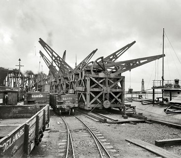 1901 – Buffalo, New York – Unloading ore from whaleback carrier