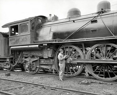 1904 – Michigan Central Railroad – Oiling up before moving on