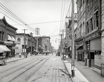 1905 – Knoxville, Tennessee – Gay Street looking north from Clinch Avenue