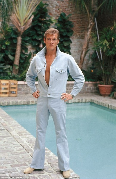 1973 Roger Moore, Live and let die