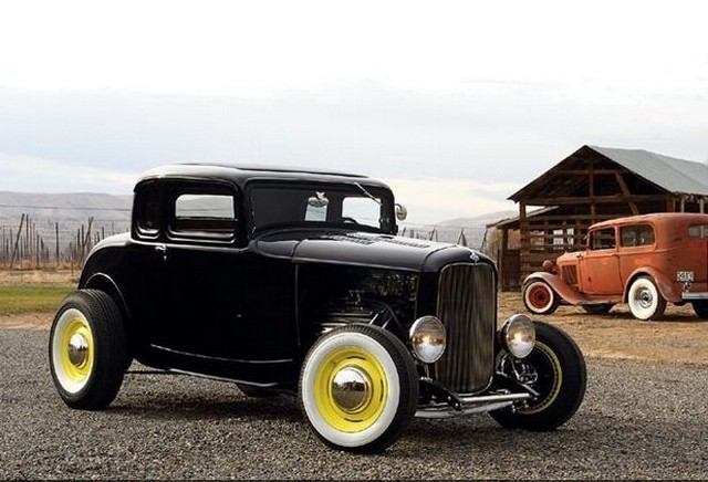 1932 Ford De Luxe Five-Window Coupe