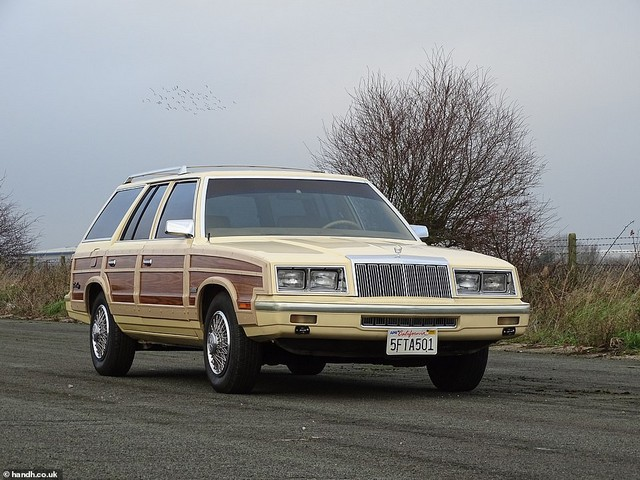 L'instant Vintage : Chrysler Le Baron Town & Country Woody Estate 1985